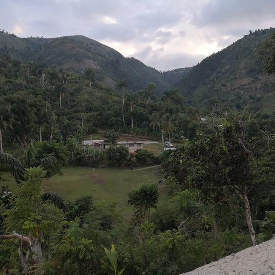 L'école de Castaches et son environnement
