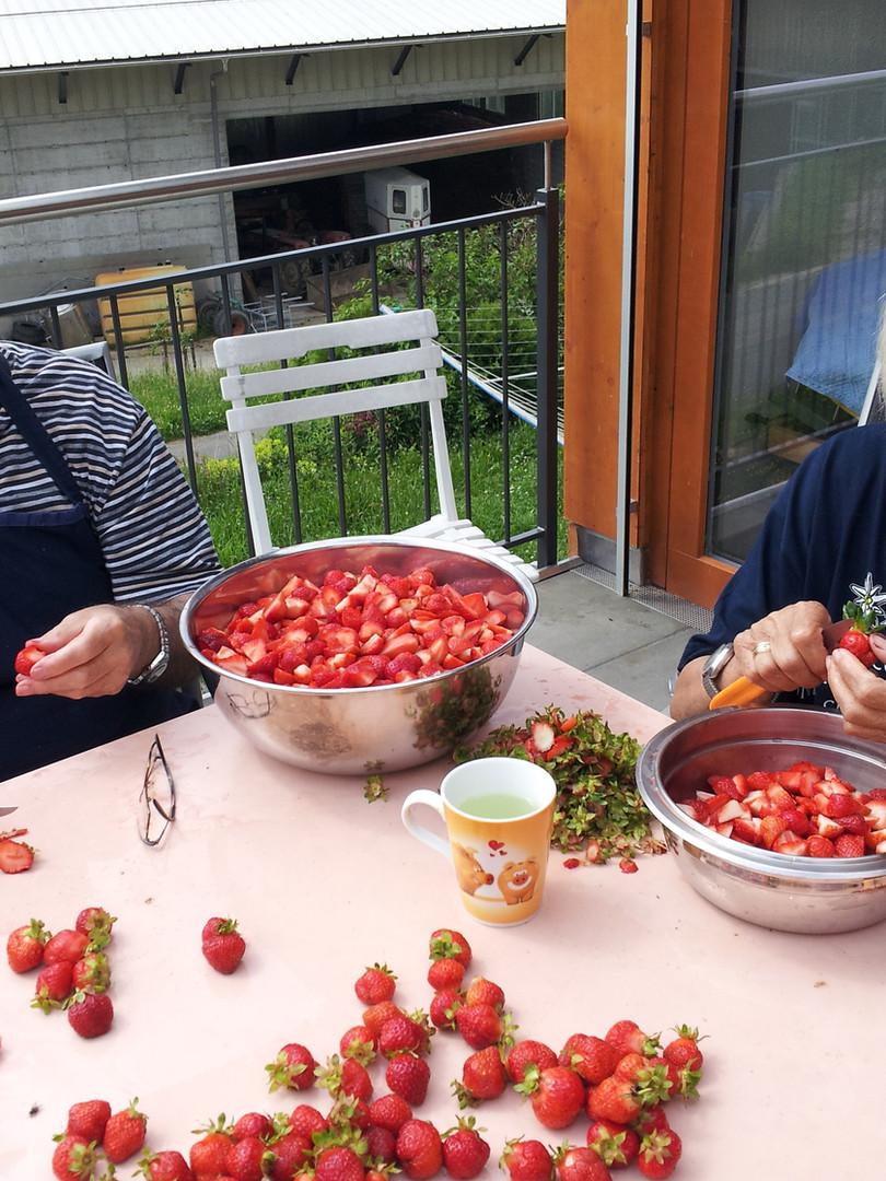 Erdbeeren rüsten