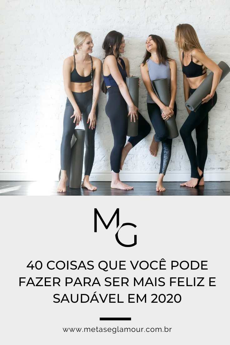 Mulheres felizes na aula de yoga