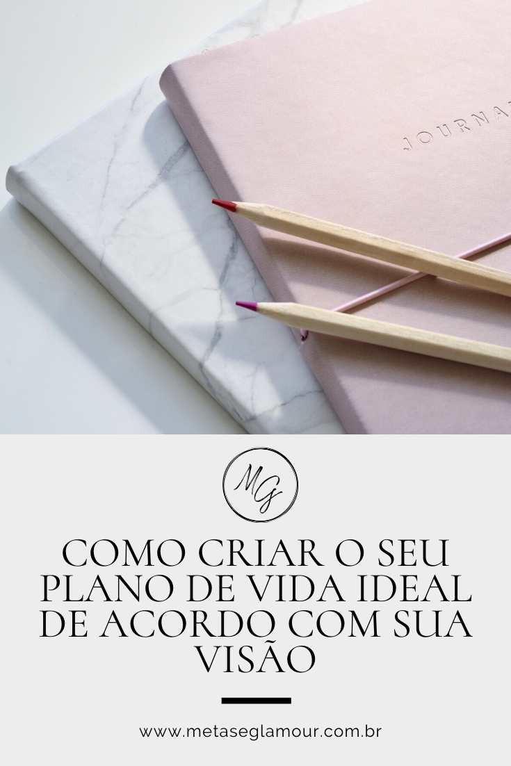 Planner journal e lápis na mesa de trabalho