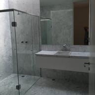banheiro em branco carrara