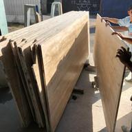 chapas de travertino navona sendo levadas para serra