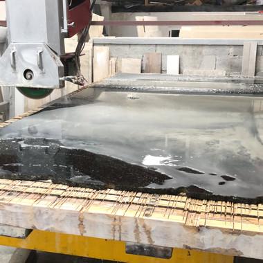 corte de chapa em granito preto sao gabriel para projeto em Curitiba
