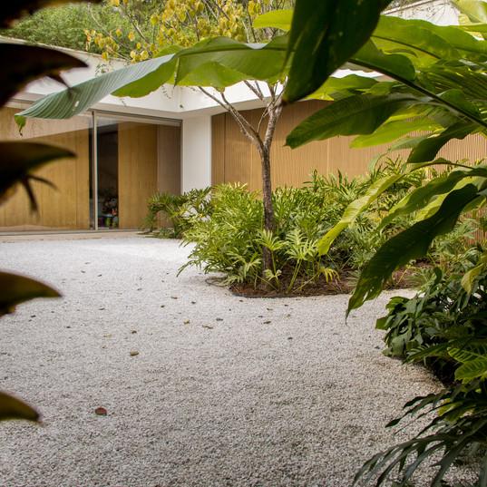 jardim da area interna da casa