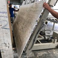 aplicacao de resina e tela em travertino para seguir para polimento industrial e em seguida enviado para marmoraria para projeto em Tambore 1