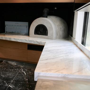 bancada forno de pizza em calacatta