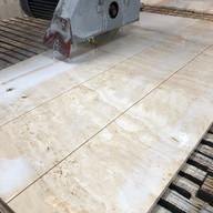 corte de piso paginado em travertino navona