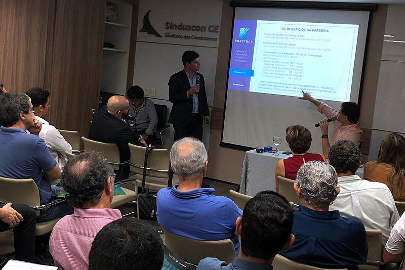 Leonardo Lima, Sócio Diretor Comercial Konstroi, apresentando os benefícios da parceria.