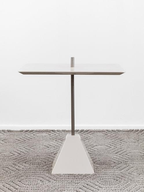 Mesa lateral Cimbalo   Designer Fabrício Roncca