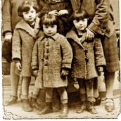 1926 L-R Guggie, Fay, Tully, Sara, Zwi (in arms) Wale Wratanina.jpg