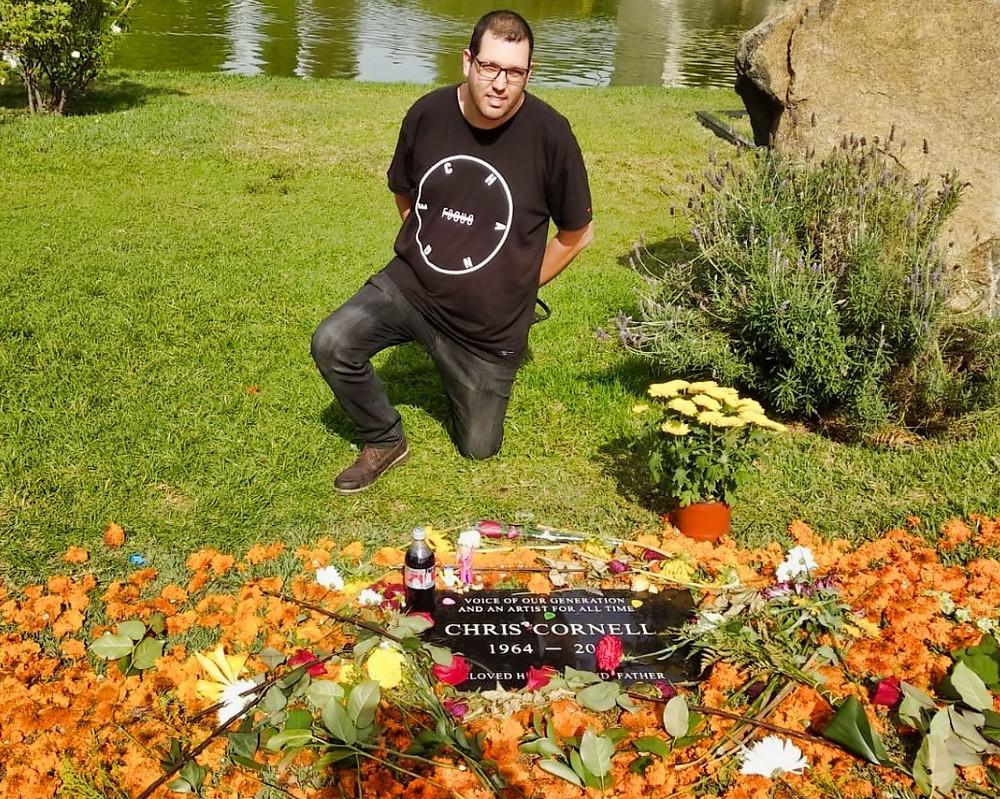 Boaz Albert visiting Chrss Cornell grave Hollywood Forever Cemetery