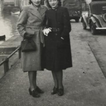 1941 Fay & Sara in X.jpg