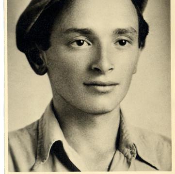 1943 Zwi in Israel.jpg