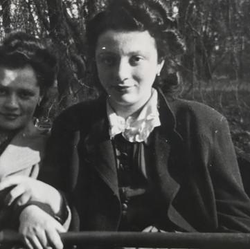 1940 Fay & Sara.jpg