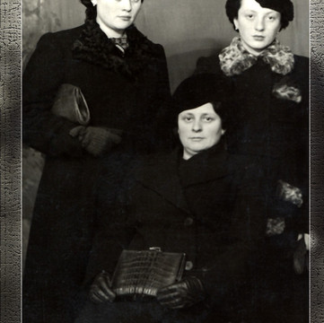 1939 Chaicje with Fay & Sara.jpg