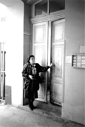 Fay Kornbluth at front dr of Block 2 Lilienbrunngasse 18_19.jpeg