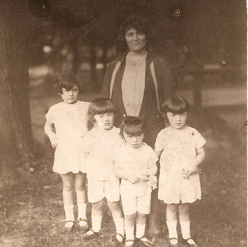 1927 Fay Tully Zwi Sara with Chacje Ides in Zauerbrunn.jpg