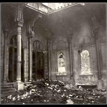 1938 Kristallnacht Vienna Synagogue.jpg