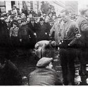 1938 Scrubbing the Vienna streets.jpg