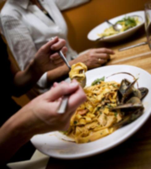 samla nära och kära för fantastik upplevelse i vår restaurang i kristianstad