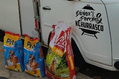 Divina's & Porções doa mais de 30kg de ração a ONG OS SALVADORES