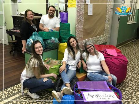 Instituto de Educação Pereira Coruja, doa tampinhas de gincana para ONG de Animais OS SALVADORES