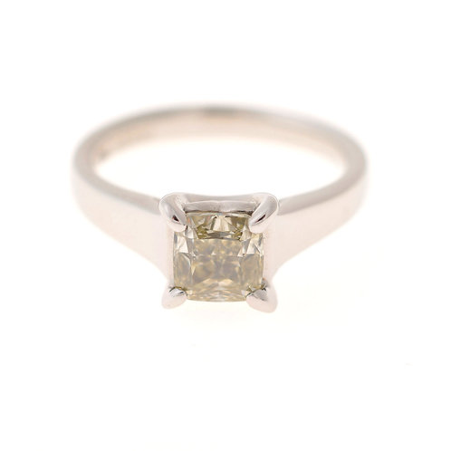 プリンセスカットダイヤモンドリング