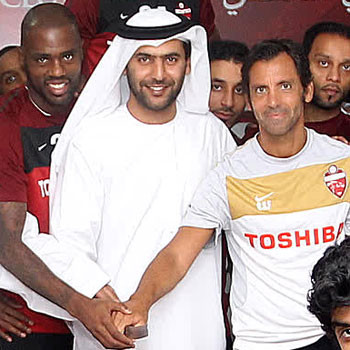 Quique Flores levanta un título con el Al-Ahli