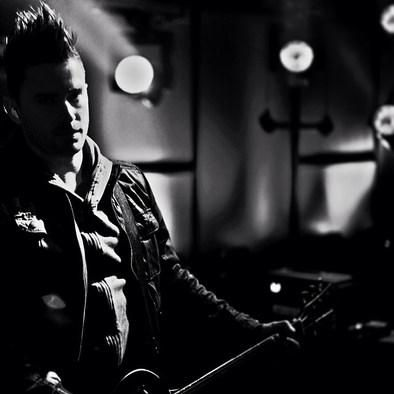 Derek on the set of VH1 in Manhattan