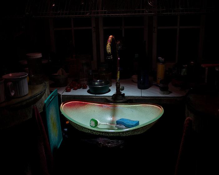 sink, cutting board, red, blue