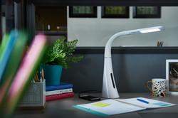 ottlite-twist-desk-lamp-cubicle3