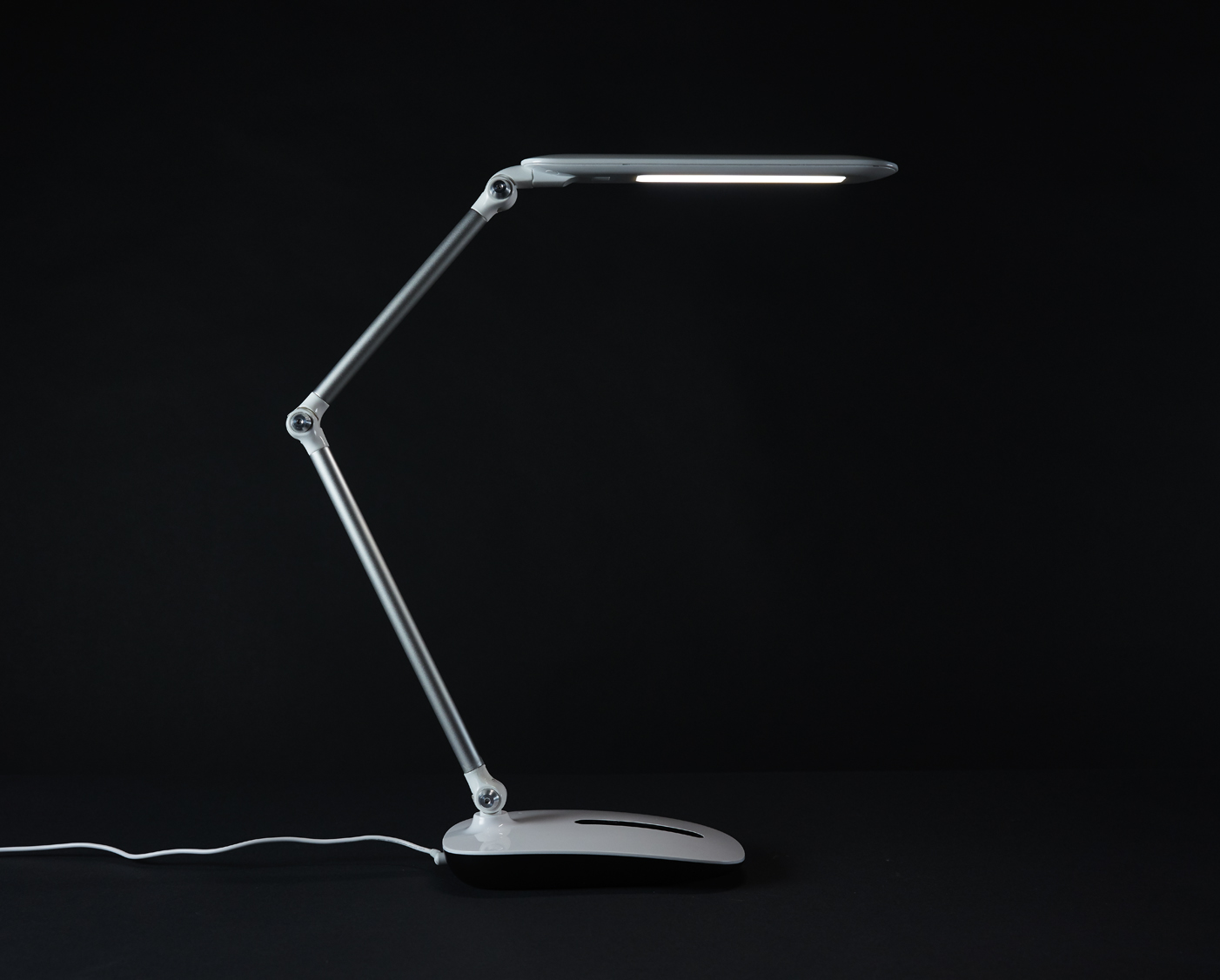 ottlite-stretch-crane-lamp3
