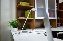 ottlite-uplift-desk-lamp-office3