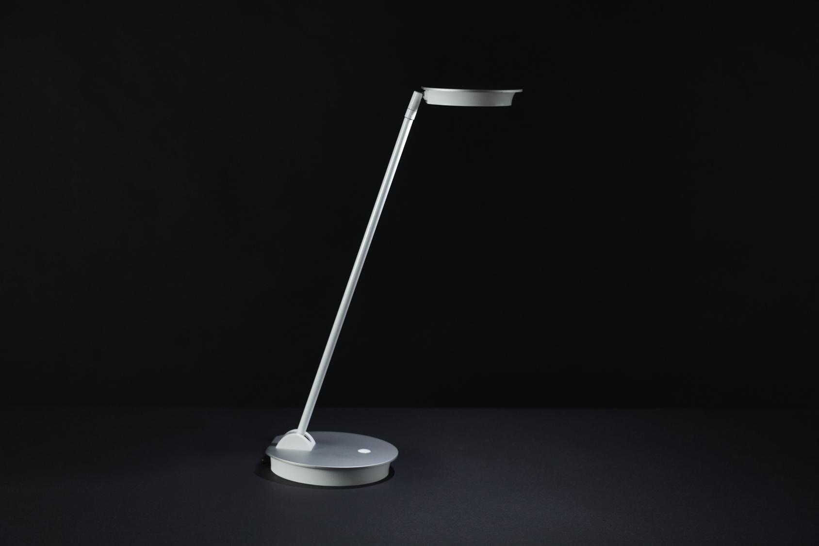 ottlite-uplift-desk-lamp3