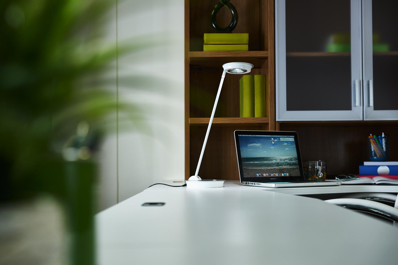 ottlite-uplift-desk-lamp-office2