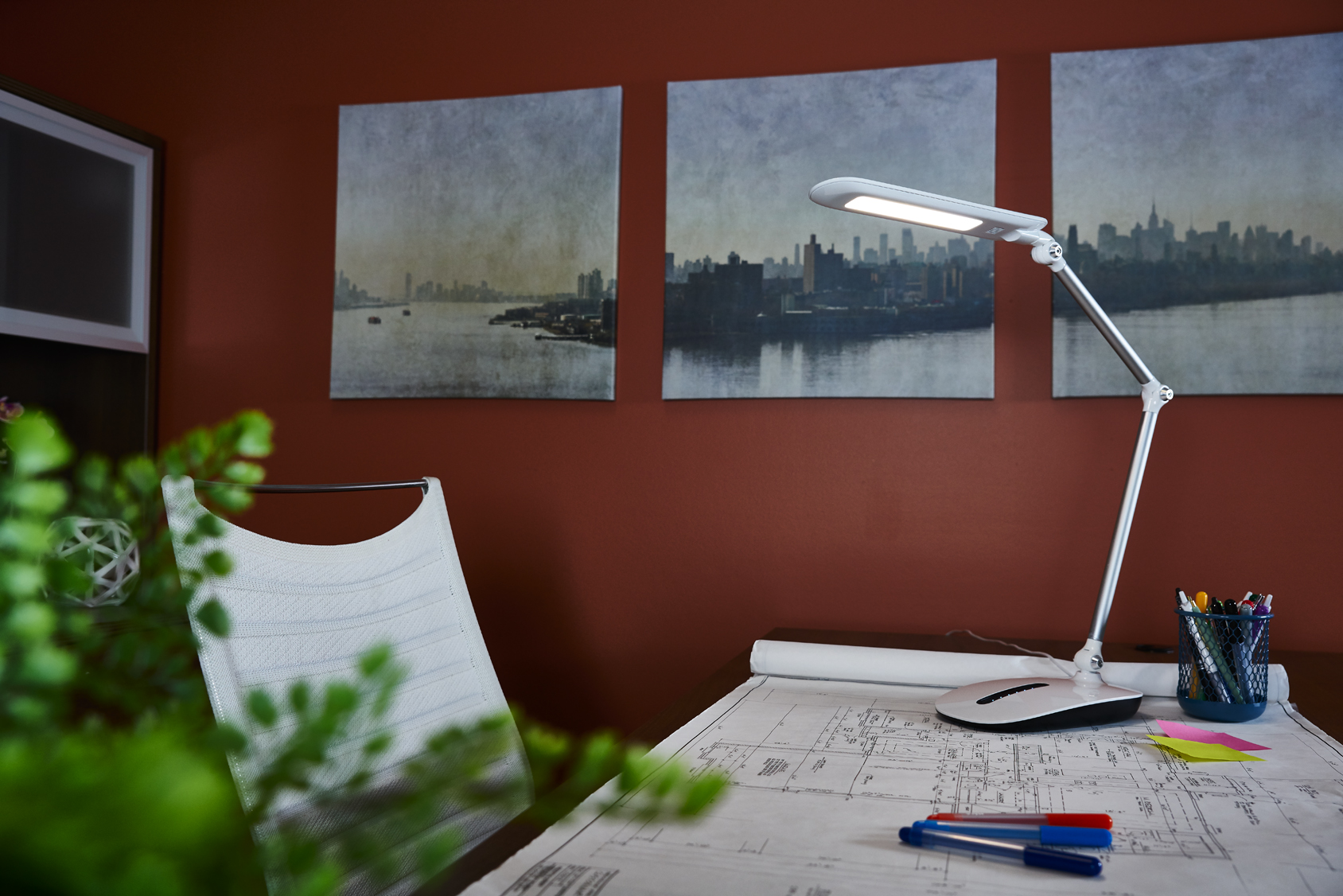 ottlite-stretch-crane-lamp-office2