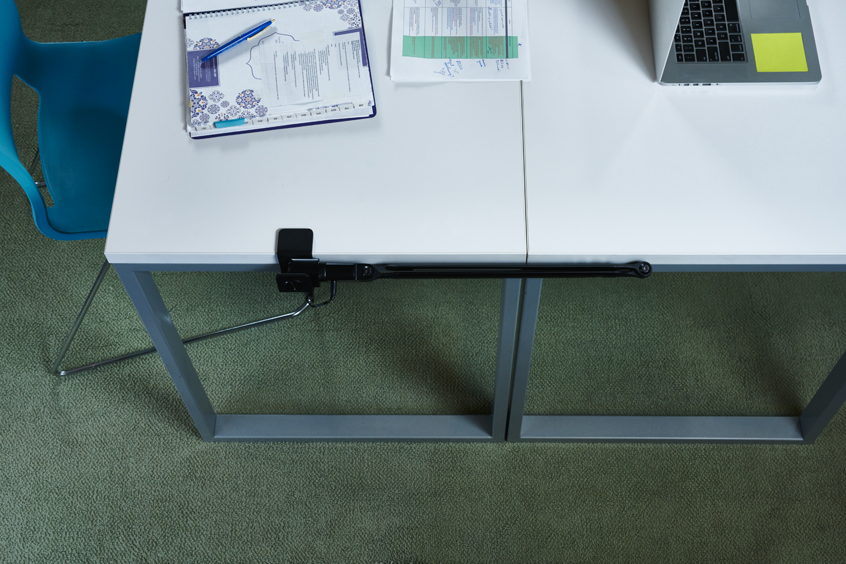 ottlite-connect-clamp-folded-office