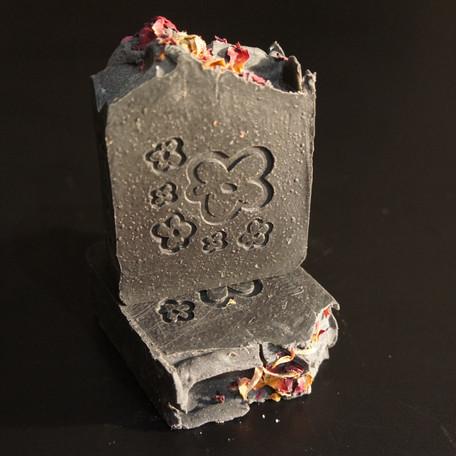 Savon Black Pearl 120 gr 6€