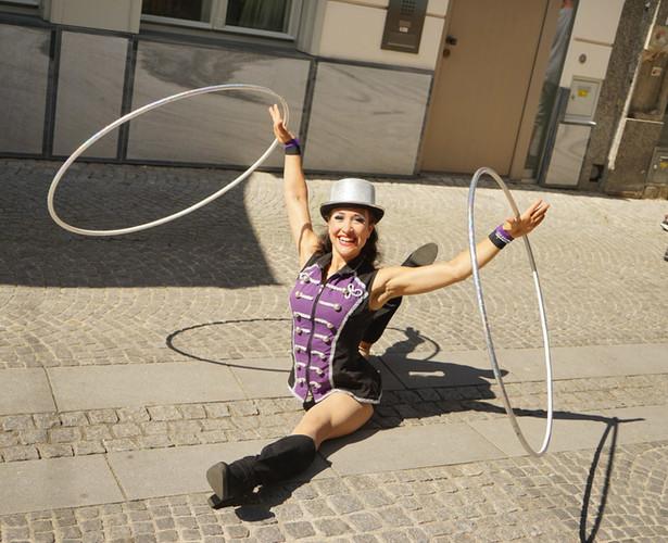 Walking-Act Hula Hoop
