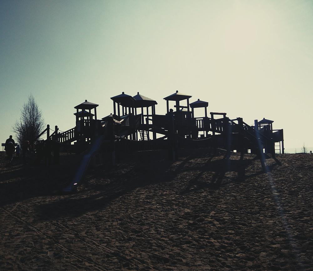 Glückliche Kinder auf dem Spielplatz im Van der Valk Resort Linstow
