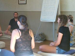 Participer à un stage de méditation.