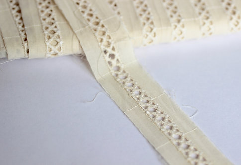 Lace Trim 27mm Wide with Central Pattern 100% Organic Cotton