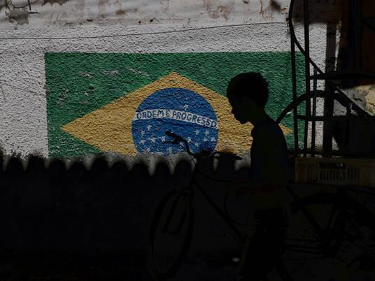 Distanciamento social em Fortaleza: Eles fazem como podem