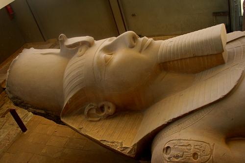 Memphis-Estatua-acostada-de-Ramses ll-Egipto-Excursiones