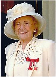 Edith-MBE-at-Buckingham-Palace_home_page