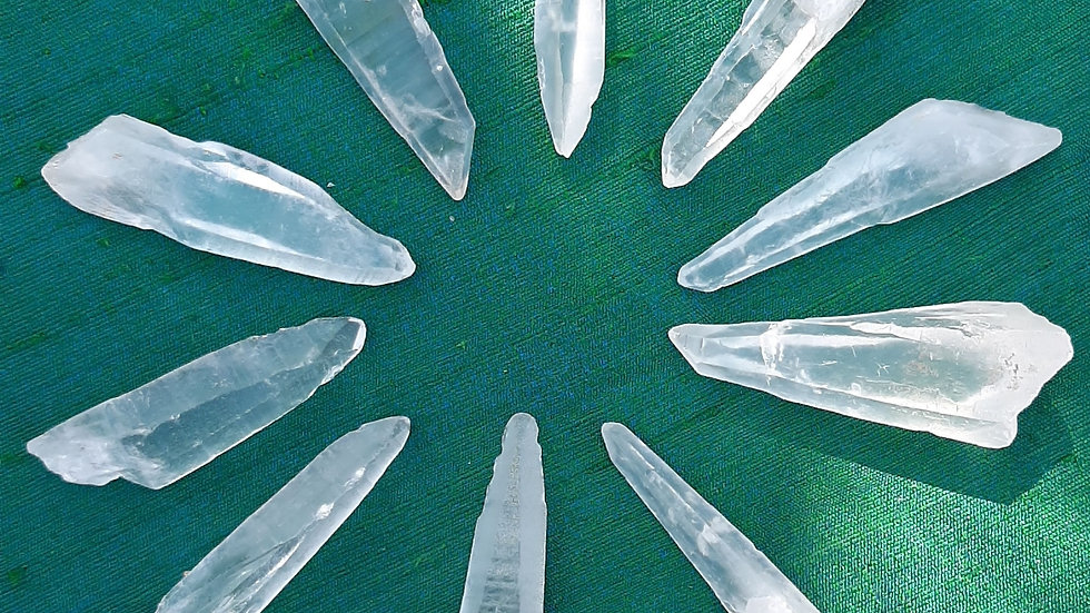 Pack of 10 clear quartz small points approx 3 to 5cm