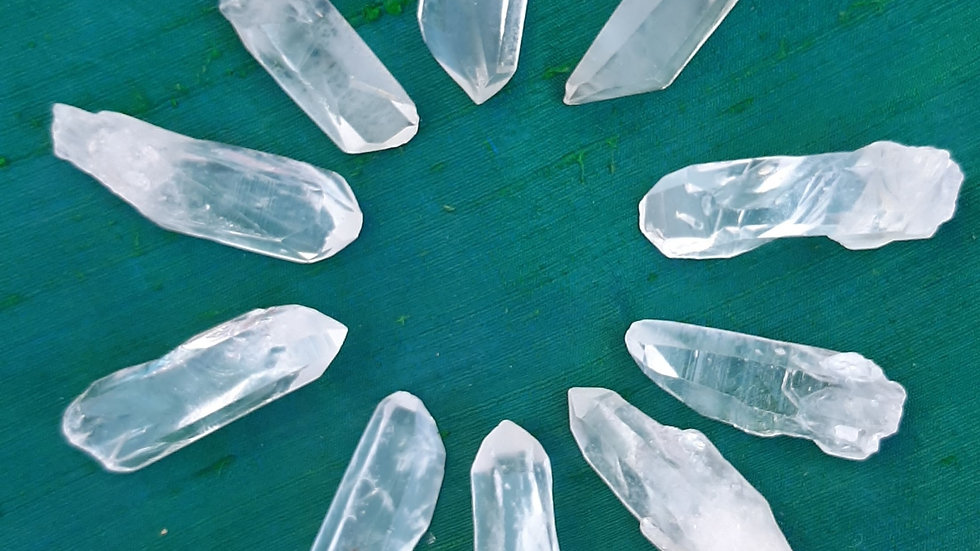 Pack of 10 clear quartz points approx 4 to 5.5cm