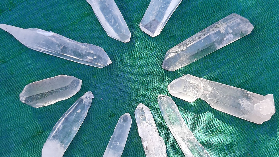 Pack of 10 mixer clear Quartz points approx 3 to 5cm