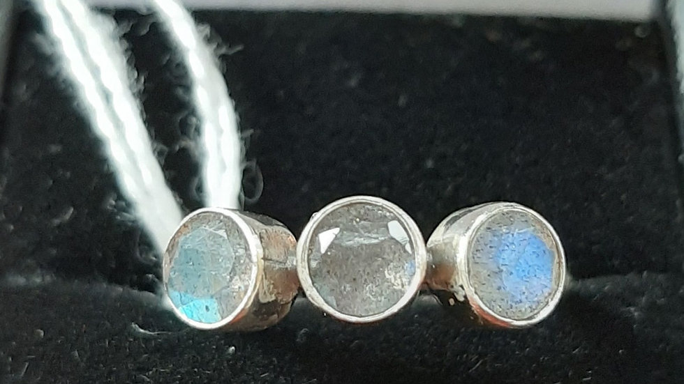 Labradorite set in sterling silver ring size M