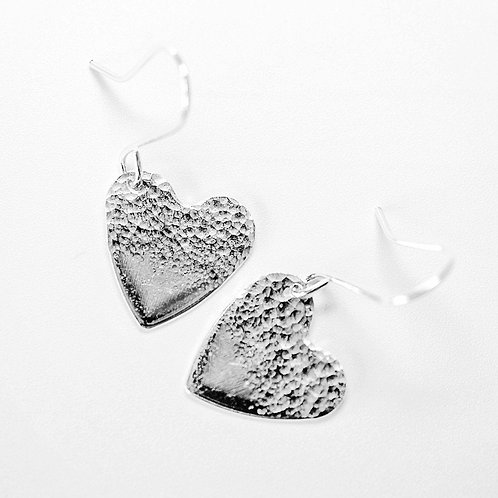 Silver heart earrings / half hammered texture
